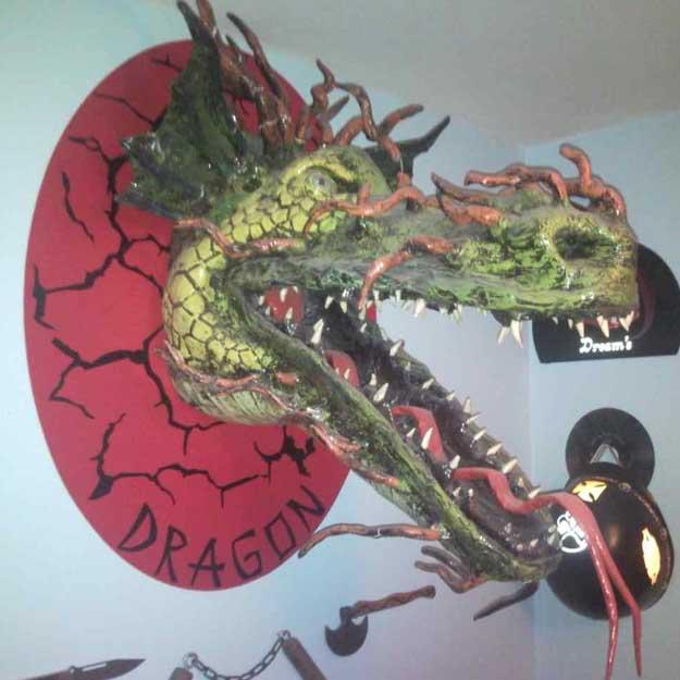 Hakan Özcan's paper mache dragon