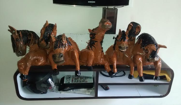 Prahalad Gond's paper mache horses1