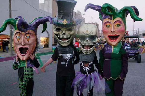 Willows paper mache Walking Heads @ Mardi Gras 2014