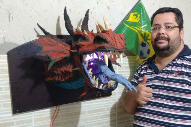 "Andre Ferreira's paper mache dragon trophy ""Muriaé Dragoes"""