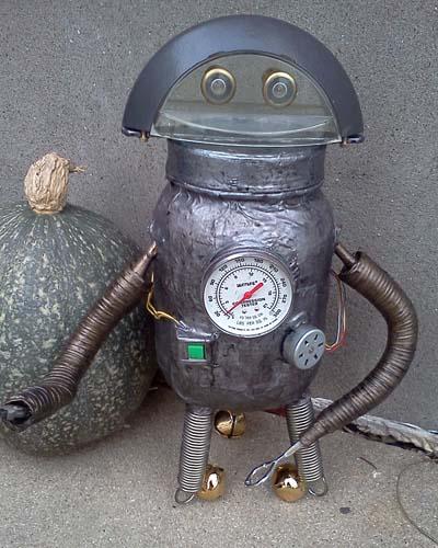 jeremys paper mache robot
