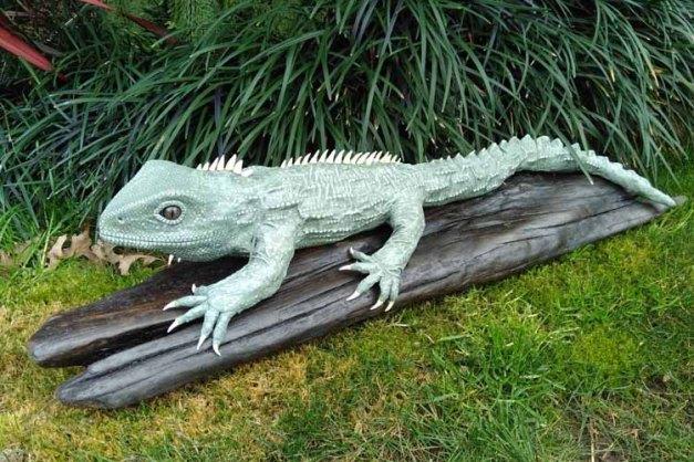 Glenn Berry paper mache lizard