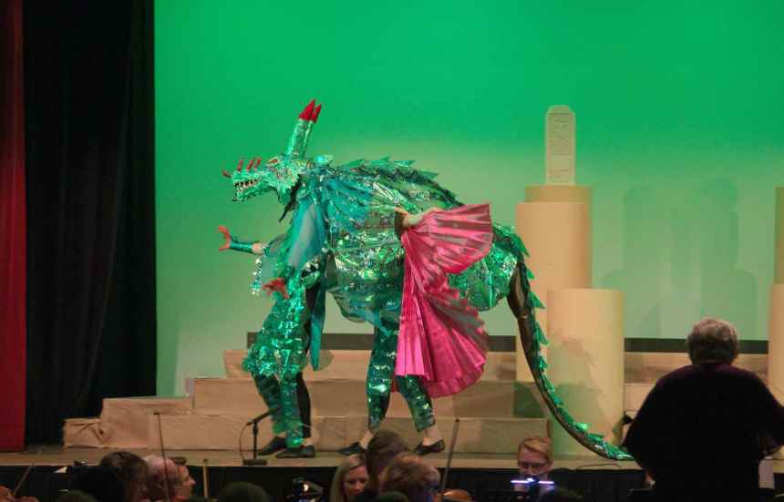 Jools Dumbrell's paper mache theatre dragon