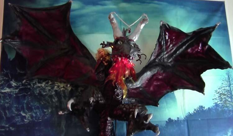Koni Lanzius' paper mache dragon