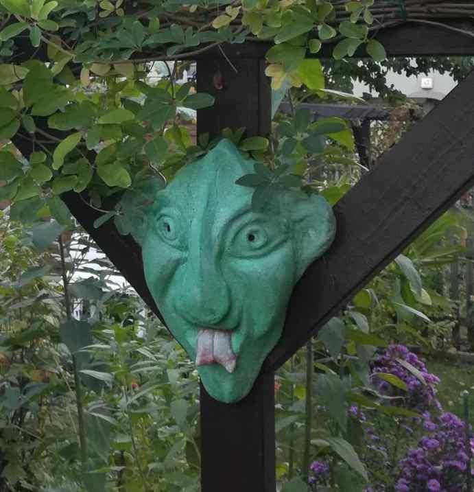 Uwe Morgenstern's demon in a tree